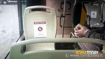 Sale sul bus senza mascherina: intervengono i carabinieri