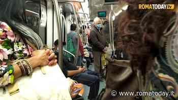 """Caos in metro tra code e treni guasti, Codici porta il caso in Procura: """"Intollerabile, presentiamo esposto"""""""