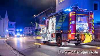 Altenmarkt: Feuerwehreinsatz in der Hauptstraße wegen verstopftem Kamin | Altenmarkt an der Alz - chiemgau24.de