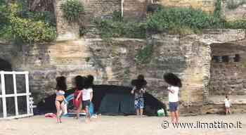 Bacoli, in spiaggia con tende da campeggio e senza mascherina: multati e allontanati - Il Mattino