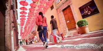 Dans cette ville azuréenne, les parapluies roses sont de retour
