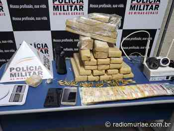 PM de Cataguases apreende 23 barras de maconha e 62 pinos de cocaína e duas pessoas acabam presas - Rádio Muriaé