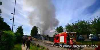 """Important incendie dans un entrepôt mitoyen de la """"première"""" usine de masques d'Ile-de-France"""