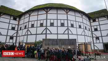 Shakespeare's Globe theatre calls for urgent funds to avoid insolvency