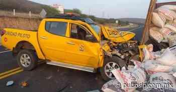 Conductor de camioneta choca contra camión en la carretera Rayón-Ciudad Valles; 3 heridos - Pulso de San Luis