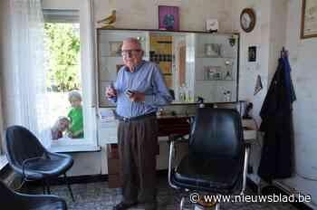 """Corona stopt de niet te stoppen coiffeur Hilaire (89): """"Al die maatregelen zie ik op mijn leeftijd niet meer zitten"""""""