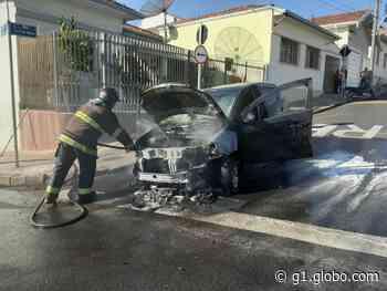 Carro pega fogo na área central de Laranjal Paulista - G1