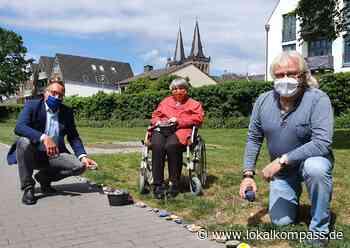 Steinschlange wächst weiter: Senioren im Evangelischen Altenzentrum in Xanten malten emsig - Xanten - Lokalkompass.de