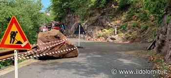 Paura a Postal, un grosso masso precipita sulla strada - il Dolomiti