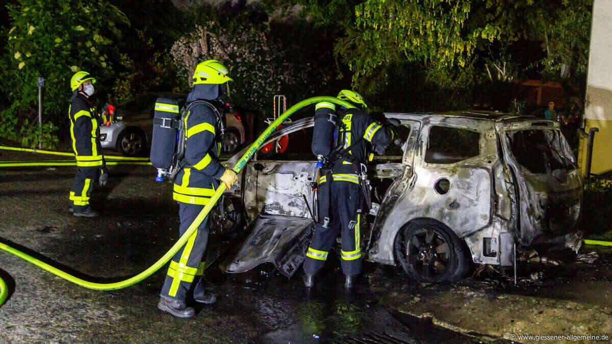 Kriftel: Feuerwehr muss zu PKW-Brand laufen | Rhein-Main - Gießener Allgemeine