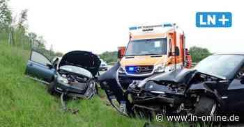Lübeck: Zwei Schwerverletzte bei Zusammenstoß auf der B207
