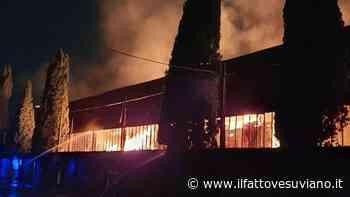 Boato e fiamme, brucia azienda a Scafati: nube tossica sull'area vesuviana - Il Fatto Vesuviano