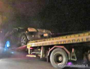 Cossato, distrutta dall'impatto con un animale auto portata via dal carro attrezzi - La Provincia di Biella