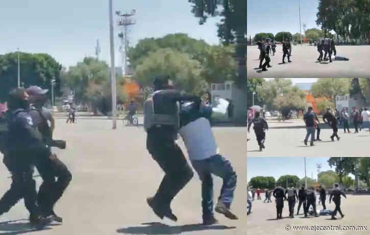 Policías detienen y golpean a manifestantes en Huejotzingo, Puebla - Eje Central