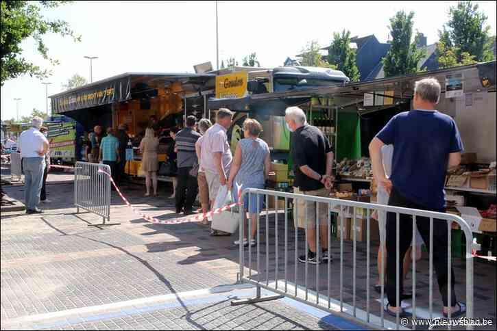 Eerste dinsdagmarkt met eenrichtingsverkeer lokt veel kooplustigen
