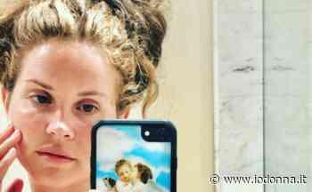 Lana del Rey in quarantena schiarisce i capelli con il succo di limone - Io Donna