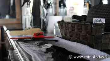Parrucchieri, centri estetici e tatuatori: camici o cambio divisa ad ogni turno. Le regole nell'ordinanza della Regione