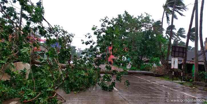 Cyclone batters coast of India, Bangladesh, millions flee
