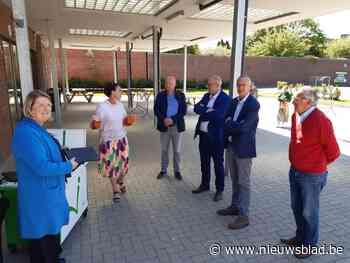 Lions Club schenkt laptops aan scholengroep 20 (Geraardsbergen) - Het Nieuwsblad