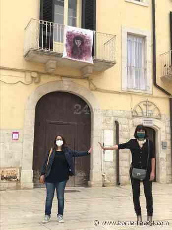 """Rutigliano festeggia la Fase 2 con una mostra a cielo aperto: sette """"tele"""" esposte sui balconi - Borderline24 - Il giornale di Bari"""