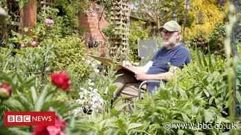 Coronavirus: Man's lockdown art inspires Wolverhampton