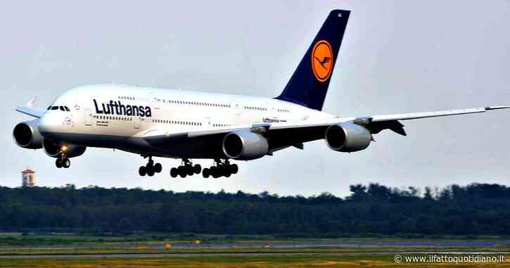 """Lufthansa, """"accordo politico per il salvataggio della compagnia aerea"""": la Germania metterà 9 miliardi di euro e acquisirà il 25% della società"""