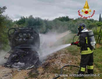 Auto distrutta dalle fiamme a Poggibonsi - Il Cittadino on line