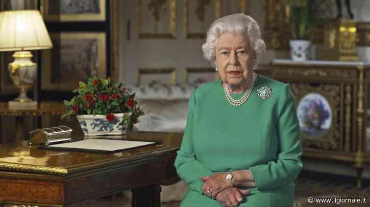 La regina Elisabetta è più povera. A rischio migliaia di posti di lavoro a Buckingham Palace