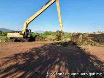 SDAyR apoya en la limpieza y desazolve del malecón de Yuriria - Noticias Gobierno del Estado de Guanajuato
