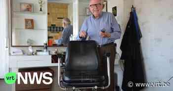 """Kapper Hilaire (89) uit Zomergem stopt ermee na 75 jaar knippen: """"Die coronamaatregelen werden me te veel"""" - VRT NWS"""