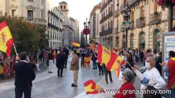 Vídeo de la nueva 'cacerolada patriótica' en Granada: las banderas de España vuelven a Puerta Real - Granada Hoy