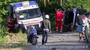Viano, esce di strada e si ribalta con l'auto - Gazzetta di Reggio