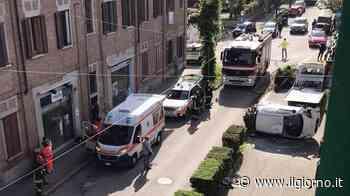 Incidente a Vittuone: donna urta il marciapiede con l'auto e si ribalta - IL GIORNO