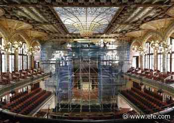 Palau de la Música limpia y restaura el grupo escultórico de la boca del escenario - EFE - Noticias