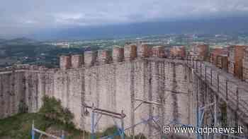 Asolo, i lavori di pulizia della Rocca portano alla luce incisioni della Prima Guerra Mondiale - Qdpnews.it - notizie online dell'Alta Marca Trevigiana