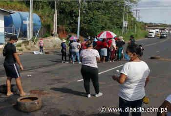 Moradores de Santa Rita Arriba cierran carretera Panamá-Colón por falta de agua - Día a día