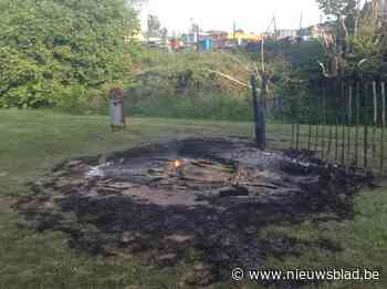 Brand gesticht achter gemeentehuis - Het Nieuwsblad