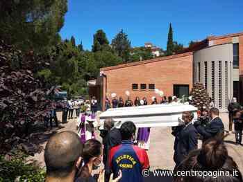 Osimo, in tanti nella chiesa della Sacra Famiglia per l'ultimo saluto a Giuseppe - Centropagina