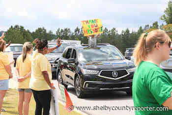 Pelham students, teachers, parents say goodbye with a farewell parade - Shelby County Reporter - Shelby County Reporter