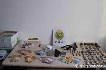 Operação contra tráfico de drogas prende 12 pessoas em Castro - G1