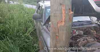 Camioneta se estampa contra poste en Tantoyuca - Vanguardia de Veracruz