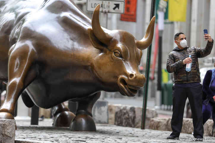 New York's Iconic 'Charging Bull' Sculpture Becomes Subject of Fierce Debate Among Politicians