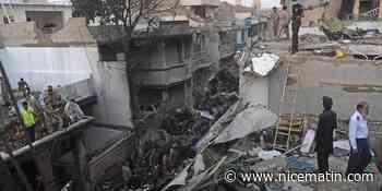 Au moins 40 morts dans l'accident d'avion à Karachi au Pakistan