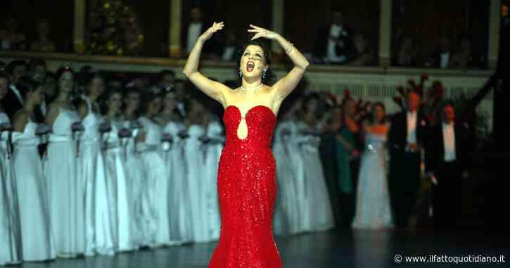 """Coronavirus, la superstar Anna Netrebko contro la limitazione degli ingressi nei teatri: """"Chi ha fatto queste regole dovrebbe sparire"""""""