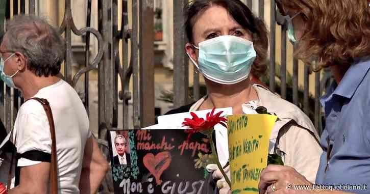 """Coronavirus, parenti degli anziani morti nelle Rsa protestano davanti al Pio Albergo Trivulzio: """"Regione irresponsabile. Screening? Tardivo"""""""