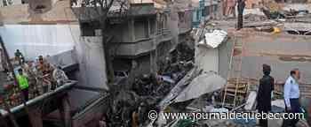 Pakistan: un Airbus A320 s'écrase à Karachi, au moins 40 morts