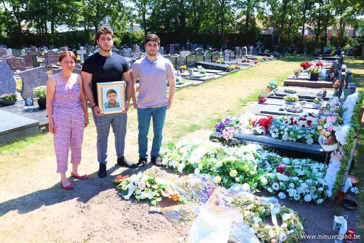 Weduwe reserveerde plaats in graf naast overleden echtgenote, maar ontdekt nu dat er al iemand anders begraven ligt