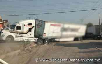 Tráiler provoca caos vial en San Pedro Ahuacatlán - El Sol de San Juan del Río