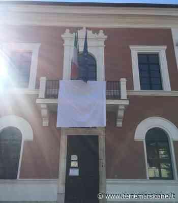 Un lenzuolo bianco e un minuto di silenzio, il comune di Carsoli aderisce alla Giornata della Legalità in memoria di Falcone - Terre Marsicane