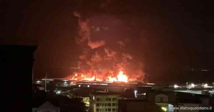 San Francisco, in fiamme il Fisherman's Wharf: il molo simbolo della città. Centinaia di pompieri sul posto. Le immagini del rogo nella notte